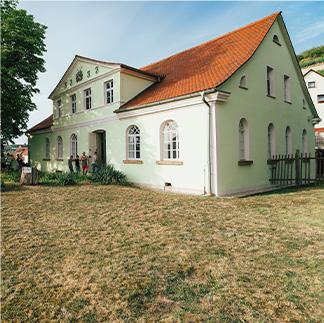 """Freyburg - Gymnasium <a href=""""/freyburg-turnhalle/"""">Learn More</a>"""